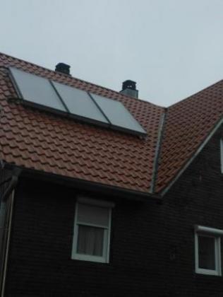 11 zimmer dach solaranlage und heizung leitungen. Black Bedroom Furniture Sets. Home Design Ideas