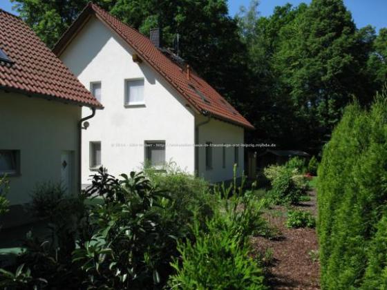 einfamilienhaus mit doppelgarage im gr nen vor leipzig. Black Bedroom Furniture Sets. Home Design Ideas