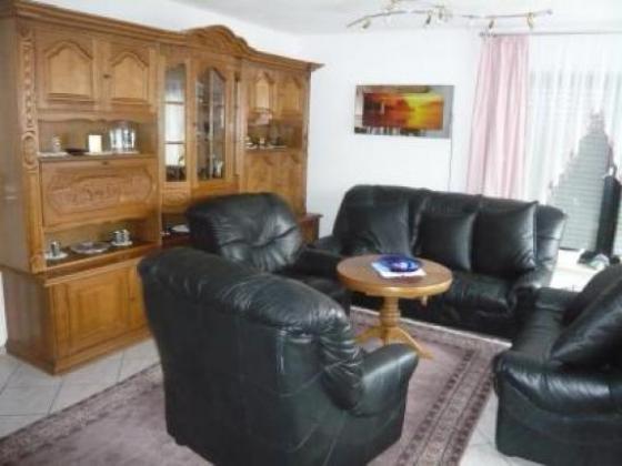 grossz giges einfamilienhaus mit elw home office in. Black Bedroom Furniture Sets. Home Design Ideas