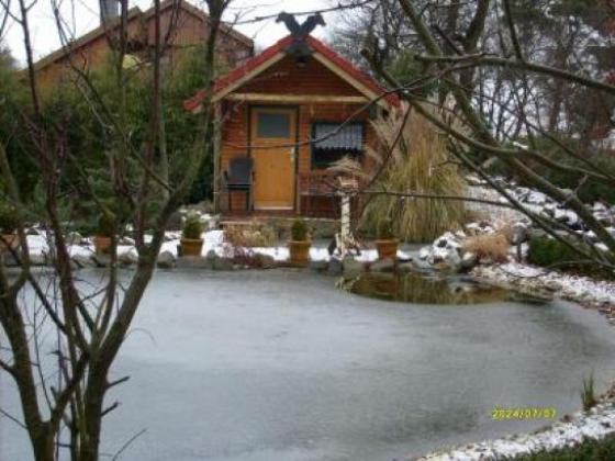 Schönes Blockhaus in Nordkarelien am großen See. Das massive Blockhaus wurde erbaut. Der Wohnbereich beträgt m², die Wohnfläche 90m². Das Haus ist winterfest und kann das ganze Jahr über bewohnt werden..